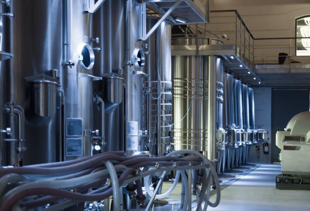 usine-vinificateur-contemporain_1398-5008.jpg