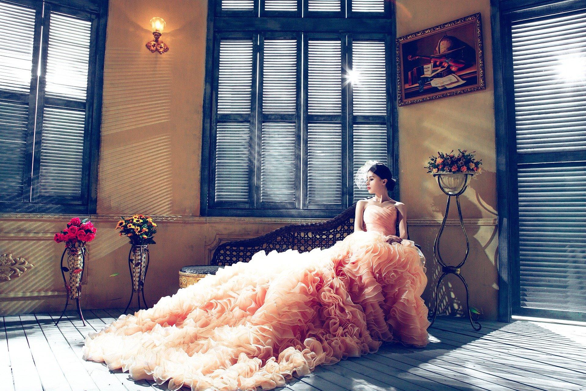 wedding-dresses-1486004_1920.jpg